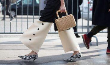 Сандалии, мюли и сланцы: 10 пар обуви на лето