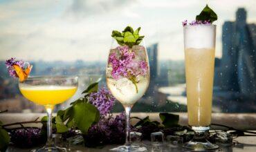 Голубое вино и желе-шот: гид по необычным коктейлям в городе