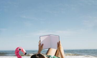 Что читать в отпуске: 6 книг для летнего отдыха