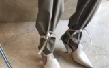 Шнурки на голени: как бренды адаптируют новый тренд