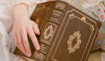 Книжный клуб: 5 курсов, где научат писать книги и сценарии