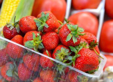 Рынки с ягодами: где купить клубнику, черешню и персики – фоторепортаж Vsetyah