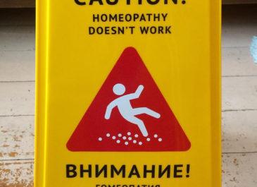 «Гомеопатия не работает»: новый стрит-арт в аптеках Екатеринбурга
