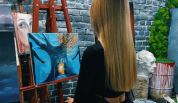 Снимаем стресс с помощью арт-терапии: где рисовать с бокалом вина в Екатеринбурге