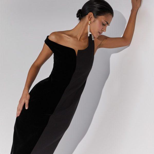 Платье со спущенным плечом 12 980 рублей
