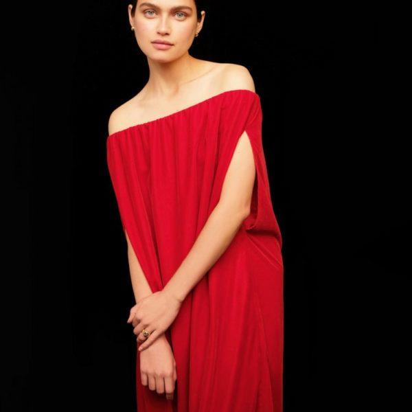 Платье с открытыми плечами 12 980 рублей