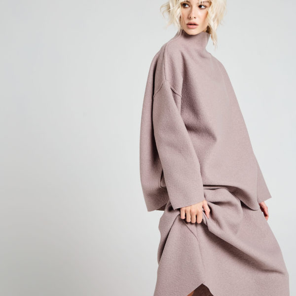 Свитшот 6 900 рублей юбка миди из шерсти 5 900 рублей