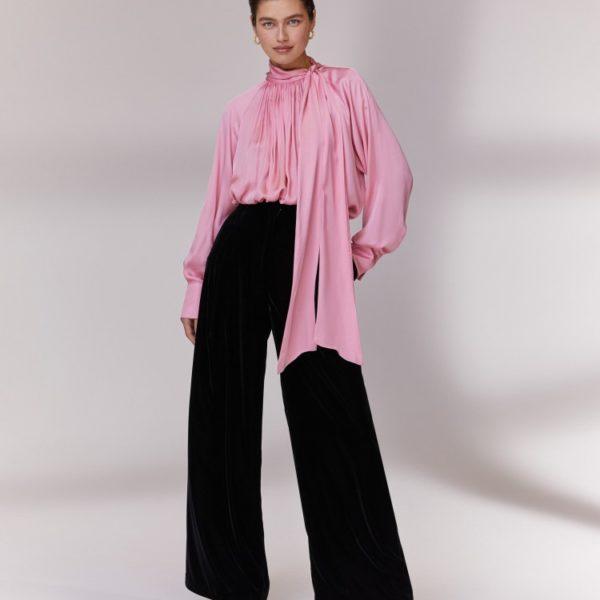 Широкие брюки из бархата 10 980 рублей и блуза с бантом 7 980 рублей