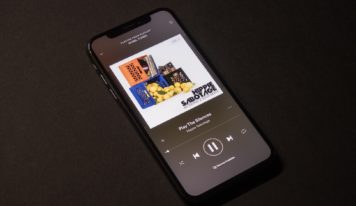 Российские пользователи теперь могут добавлять музыку в истории Instagram