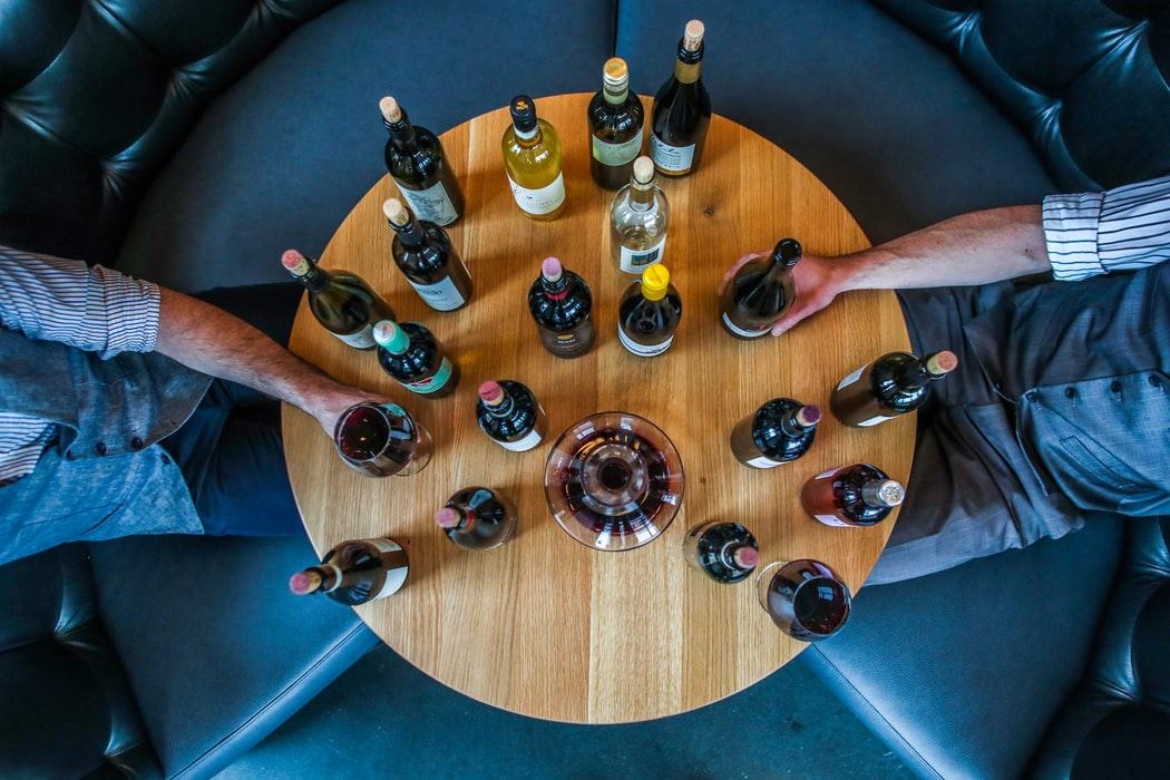 «Хочу во Францию»: попробуй 25 вин на слепой онлайн-дегустации
