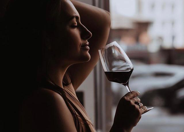 Авторская колонка Евгении Шакуро: вино на 8 марта – лучше, чем подарочный сертификат