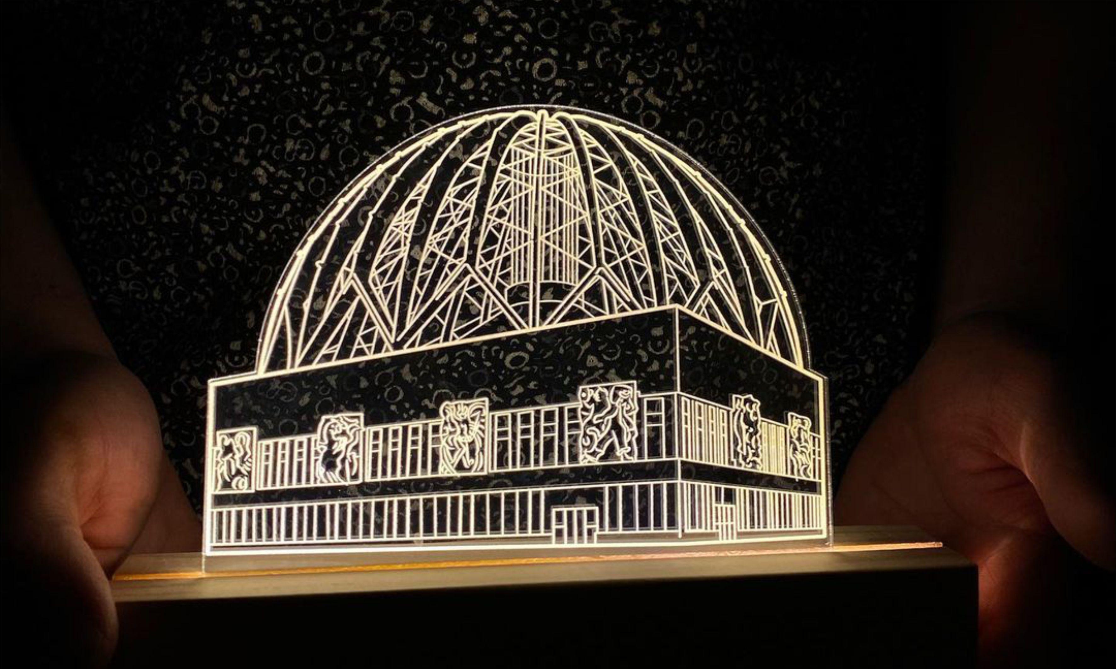 Ночники в виде Белой башни и цирка создали жители Екатеринбурга