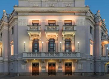 Ремонт и обновленный цвет фасада: к осени отреставрируют театр «Урал Опера Балет»