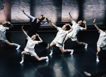 Город – сцена: спектакли «Провинциальных танцев» покажут на зданиях Екатеринбурга